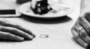 couple-breaking-up-the-relationship-28THSF9-300x164 Divorcio/separación
